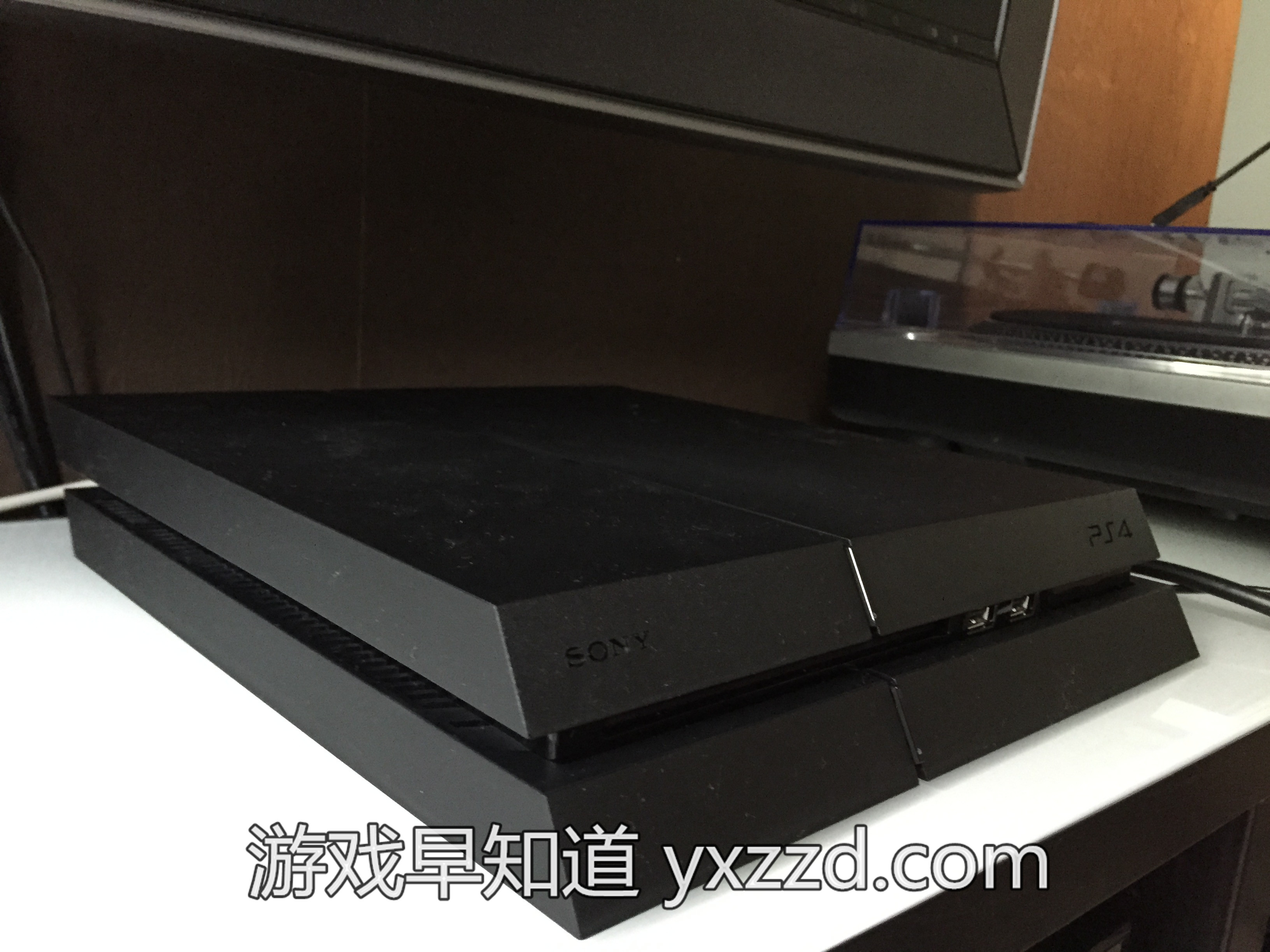 新版1200 PS4主机